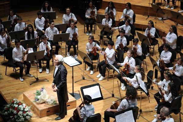 Yorglass sanatı küçük yeteneklerle birleştiriyor: Yorglass Peace Çocuk Orkestrası 1