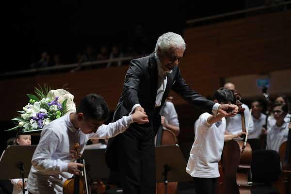Yorglass sanatı küçük yeteneklerle birleştiriyor: Yorglass Peace Çocuk Orkestrası 3